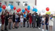 и по сложившейся  традиции -запуск шаров выпускниками!